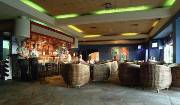 Slide5 600x350 Aruba Holiday Inn Sunspree Resort Bar