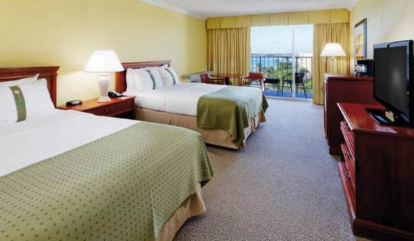 Slide3 600x350 Aruba  Holiday Inn Room