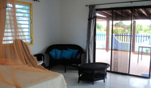 Slide2 600x350 Bonaire RoRo living