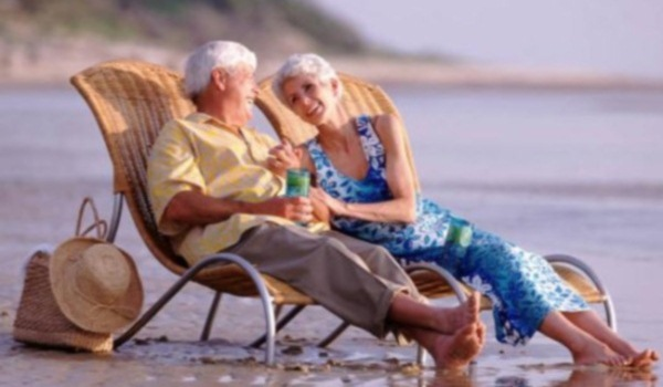 Senioren op het strand