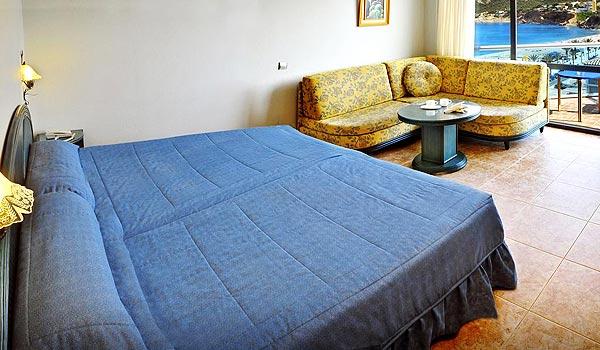 CB-Hotel-Kaktus-Albir-Slaapkamer