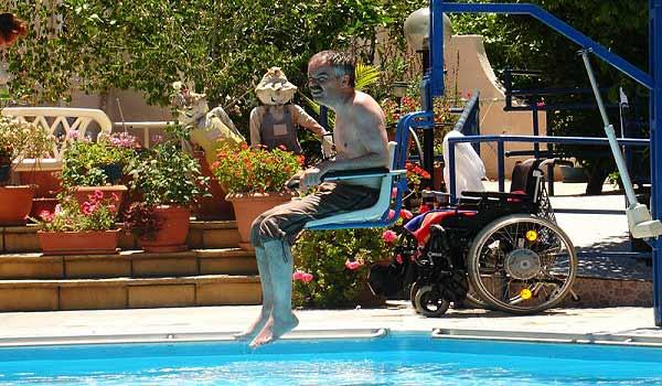 Cypres-CA-Pool_hoist