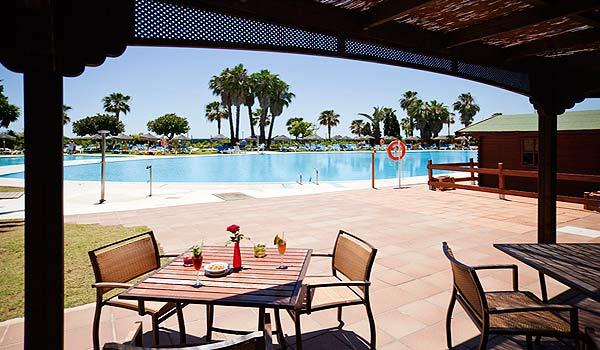 Confortel_Islantilla_Hotel_Piscina_Chiringuito