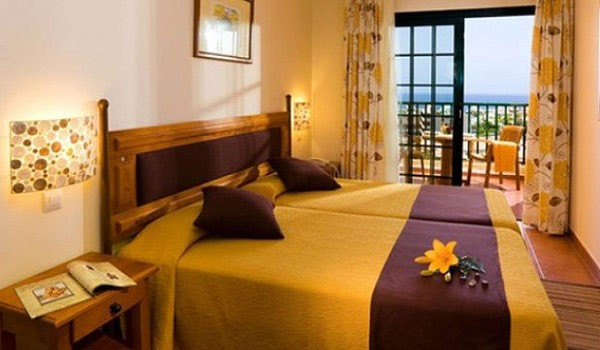 Tenerife-Aparthotel-Isabel-slaapkamer