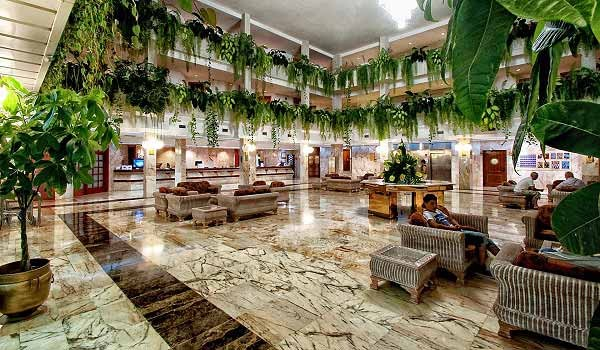 spring-vulcano-hotel-hal