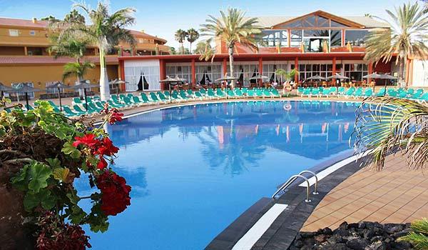 SE-F-Oasis-Villa-pool